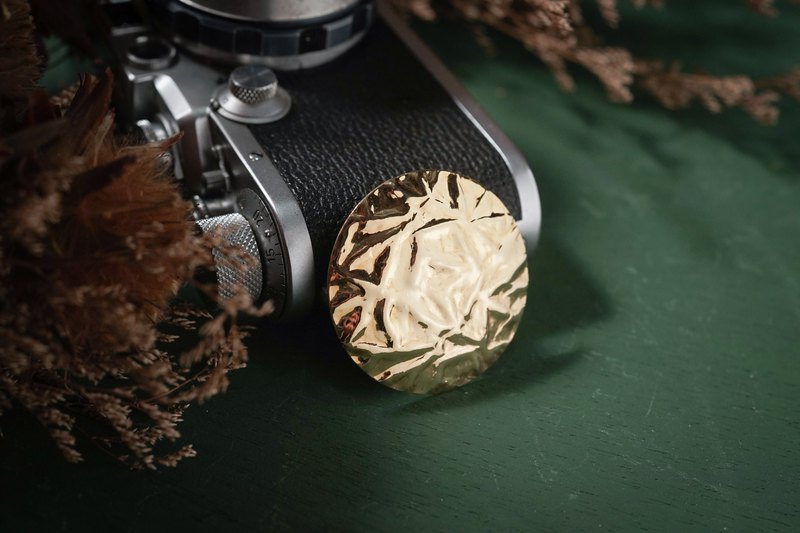 [Antique Jewelry / Old Western Items] VINTAGE Golden Embossed Round Vintage Simple Scarf Clip