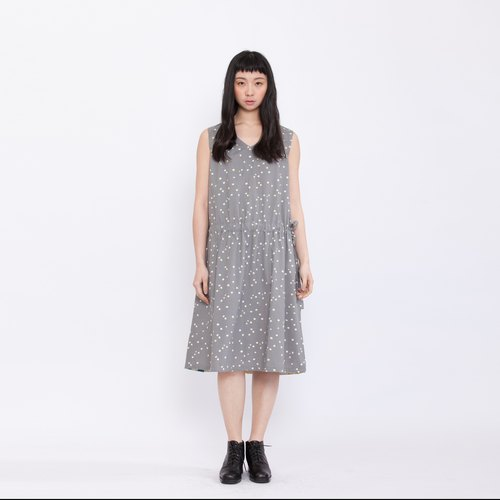 Afternoon time with a picnic dress _ morning fog particles _ fair trade