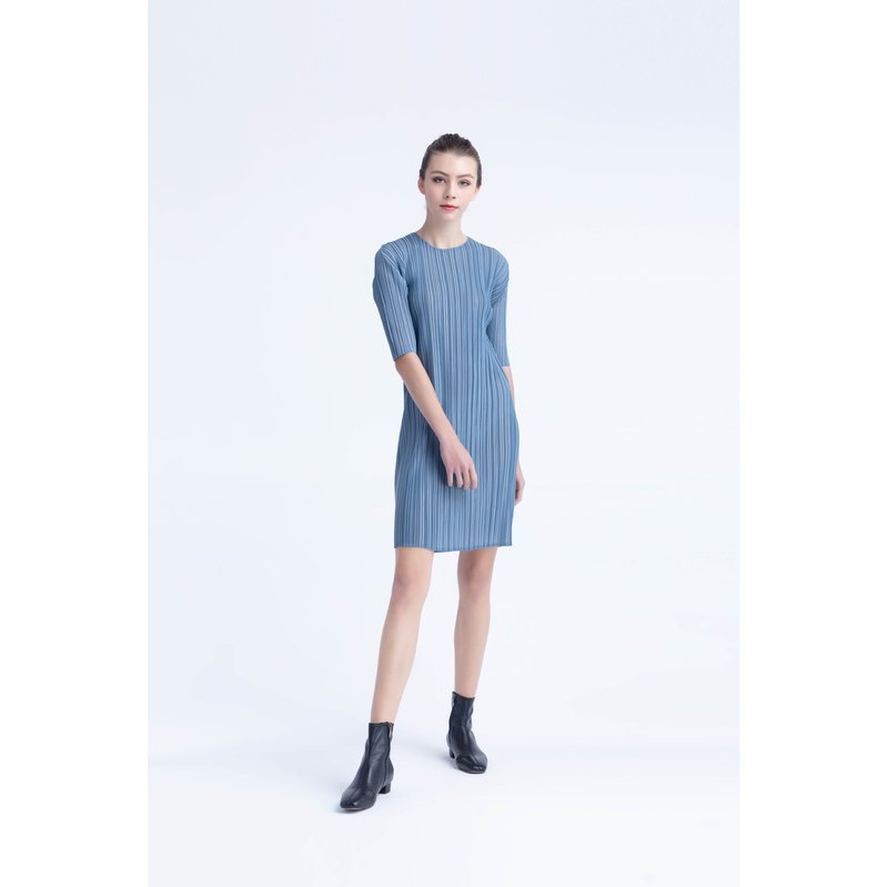 Five-point sleeve texture pleated design dress