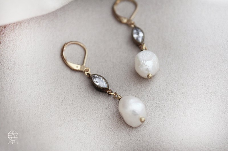 Snow Pearl Pearl Irregular Pearl Zircon Eye Earrings / Clip-on