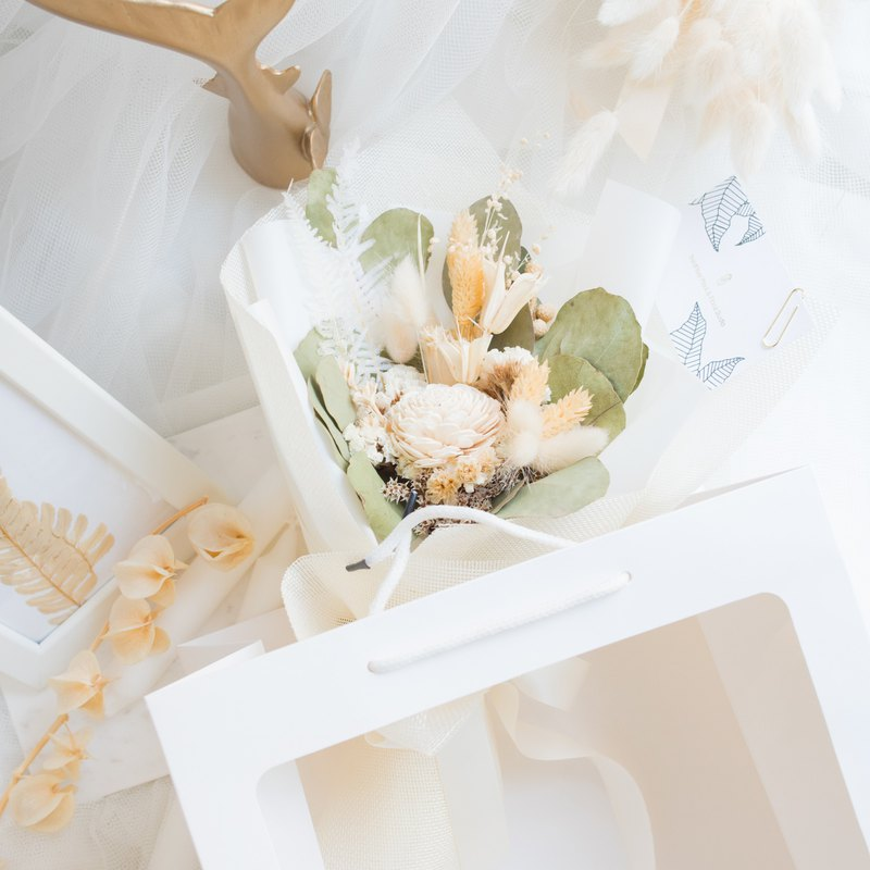 Graduation Gift-Classic Pure White Bouquet (Middle) Petals Wrapped Dry Flower / Valentine's Day / Diffuse Flower / Wedding