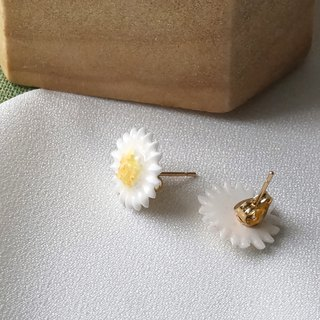 Daisy Earrings/Clip on =Flower Piping= Customizable