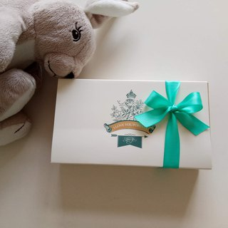Add a small gift box (limited to purchase a single bib or hair band or baby hat plus purchase)