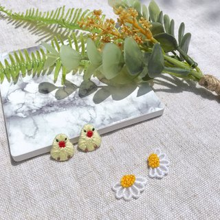 Handmade embroidery / / Daisy translucent earrings / / can be changed to clip