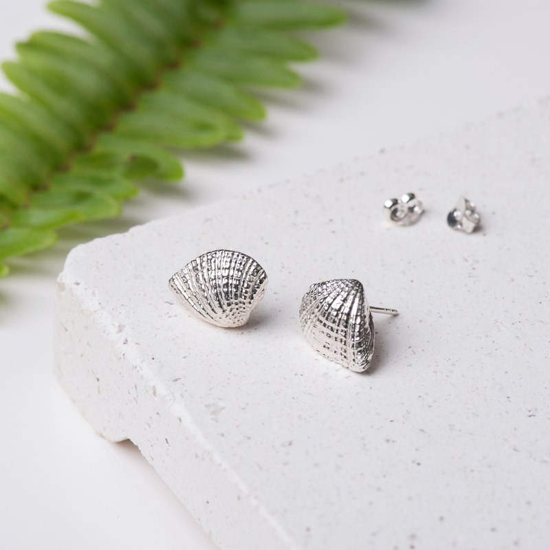 . In The Ocean. NO.06-1 Scallop Shell Ear Pin / 925 Sterling Silver