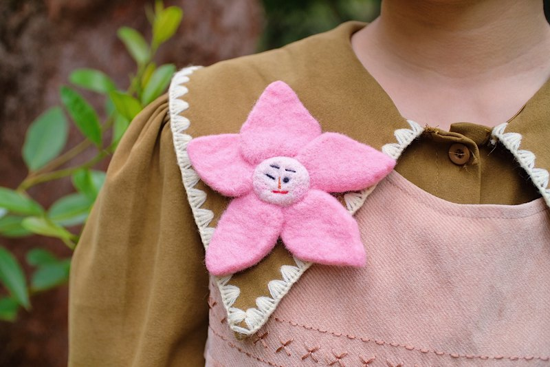 Sakura girl wool felt pin