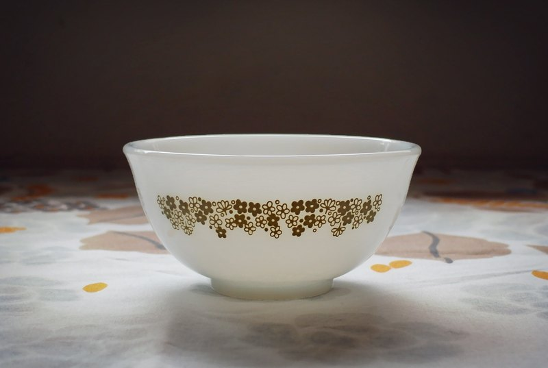 Early Pyrex Milk Glass Bowl - Spring Blossom Spring Blossom (Heat/Corning)