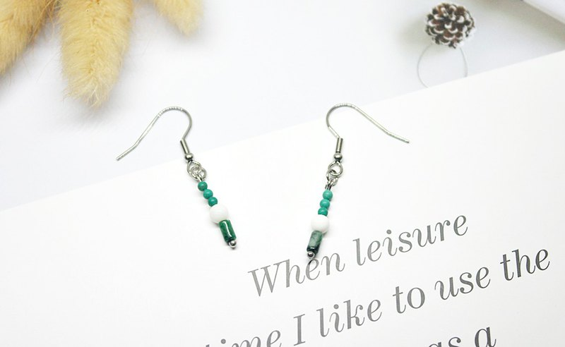 Stainless steel X natural stone hook earrings <green fog>