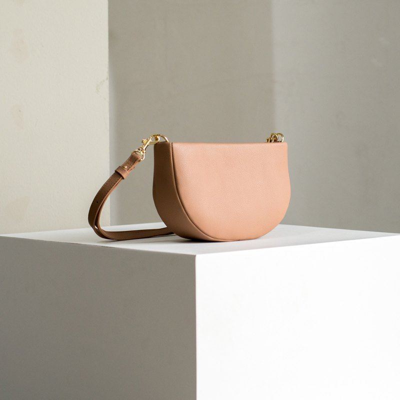 THE NEST leather shoulder bag - Nude pink