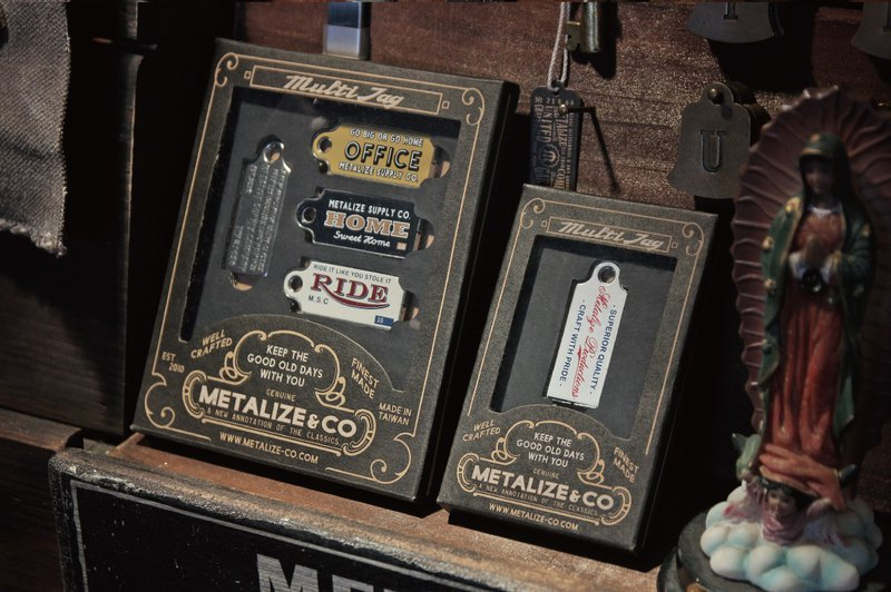 【METALIZE】Multi Tag 復古標籤吊飾鑰匙圈