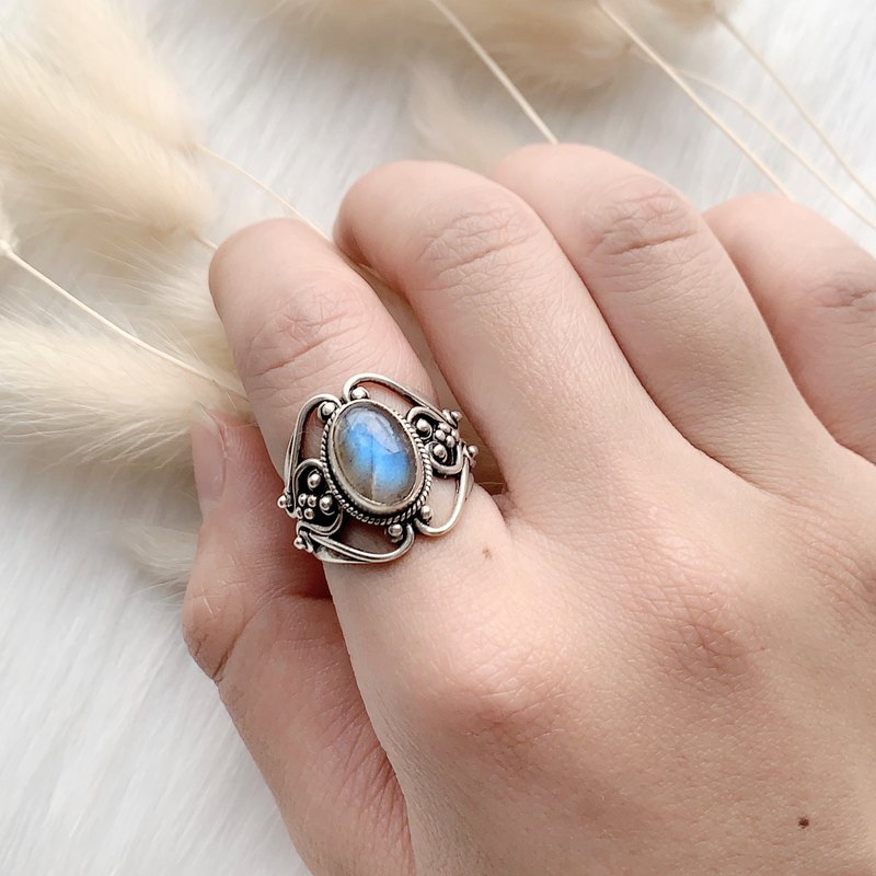 Labradorite 925 sterling silver court style ring Nepalese handmade silverware