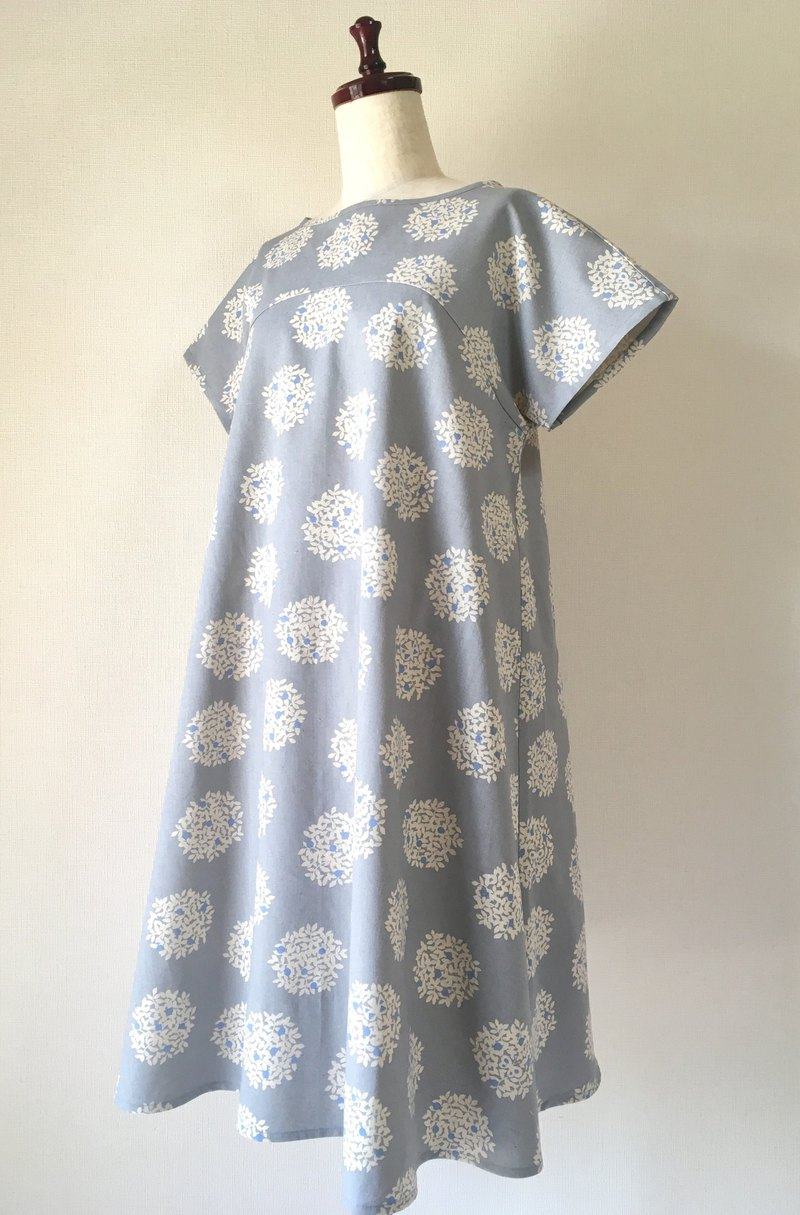 Bouquet One Piece Dress Bird and butterfly saxophone Gray short sleeve