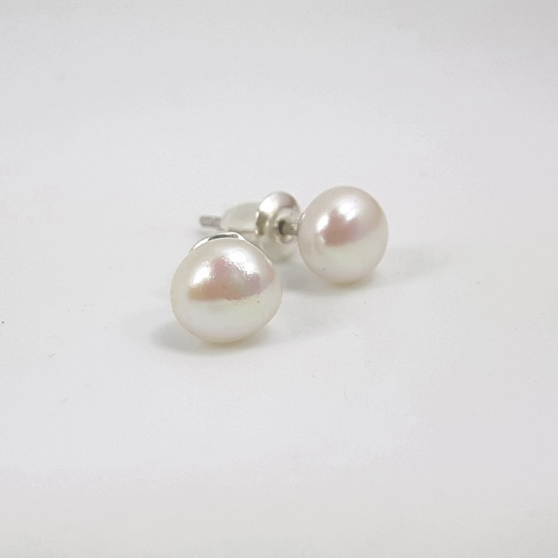 E11 - sterling silver freshwater pearl ear (1 pair)