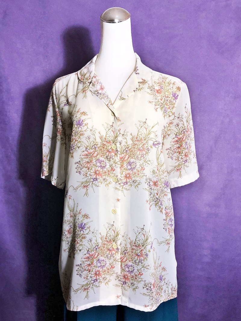 Elegant printed short-sleeved vintage shirt / brought back to VINTAGE abroad