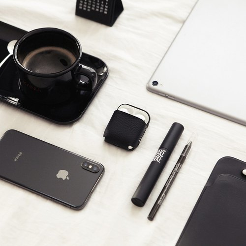 SLG Design D6 IMBL Top Leather AirPods Storage Case + Headphones Lanyard Set - Black