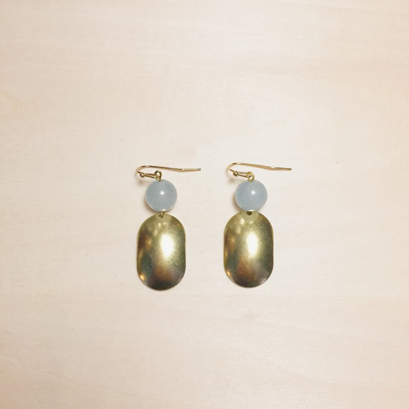 Vintage sky blue chalcedony three-dimensional oval earrings