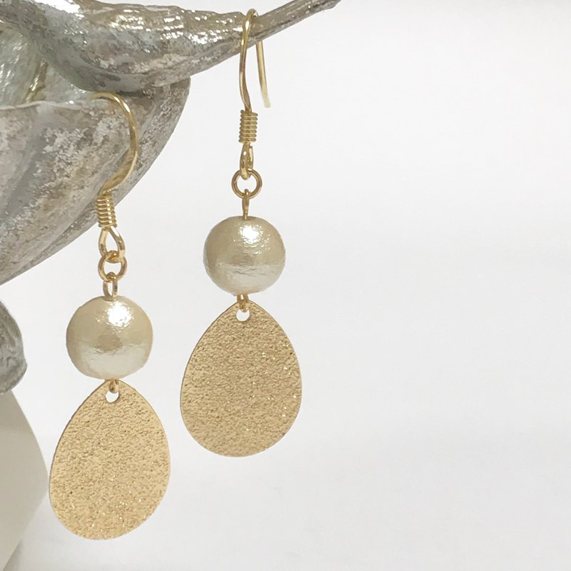 Cotton pearl gold earring