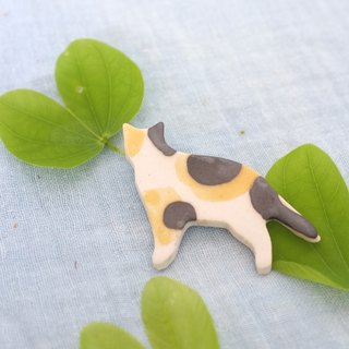 lucky cat / ceramic brooch / handmade