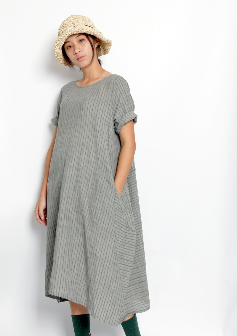 Sea _ eroded rock sound stripes staggered short-sleeved dress