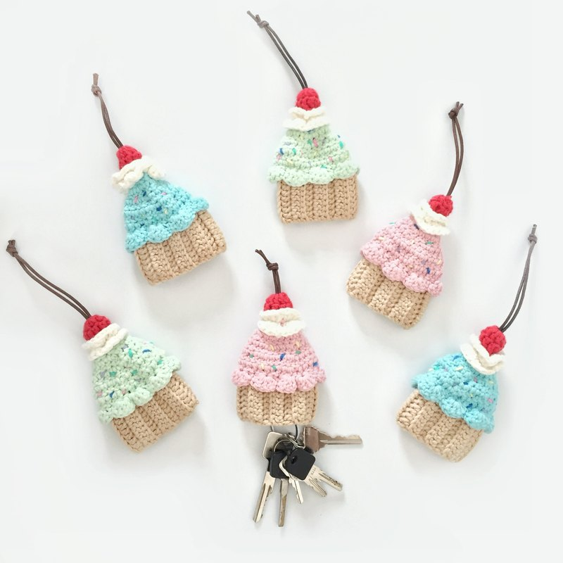 Crochet knit quilt cake cupcake key bag