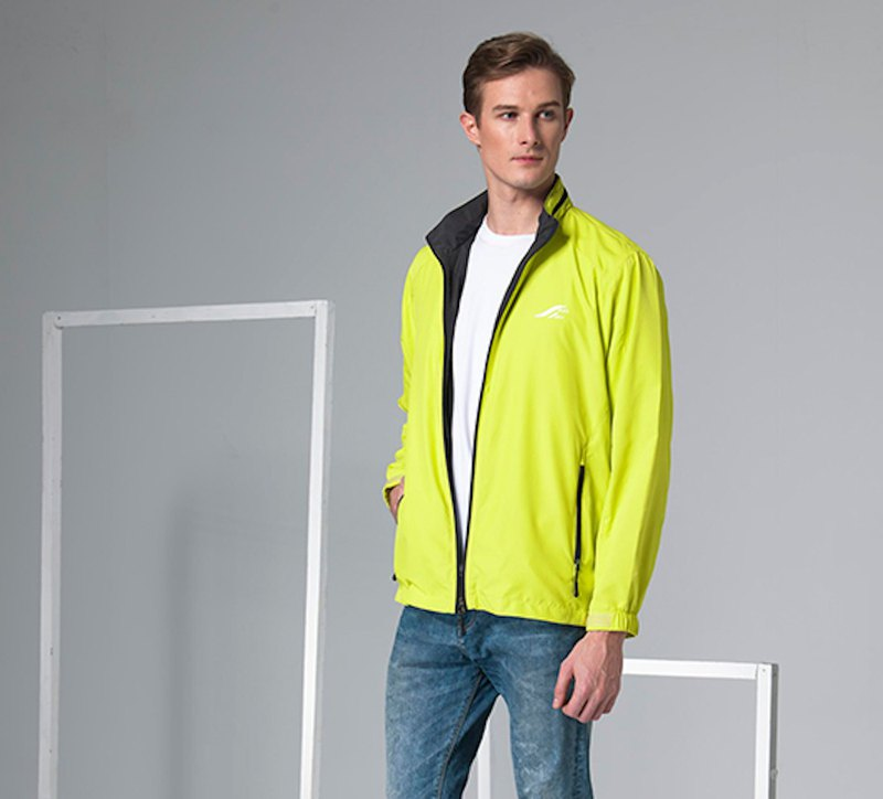 Lightweight sports and leisure jacket