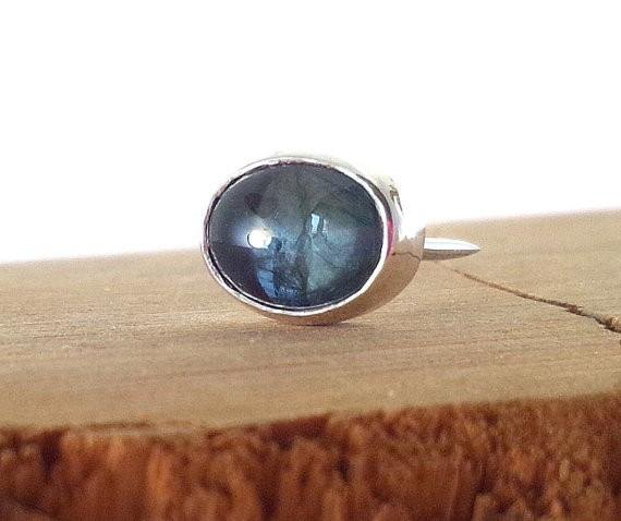 Natural sapphire SV tie tack