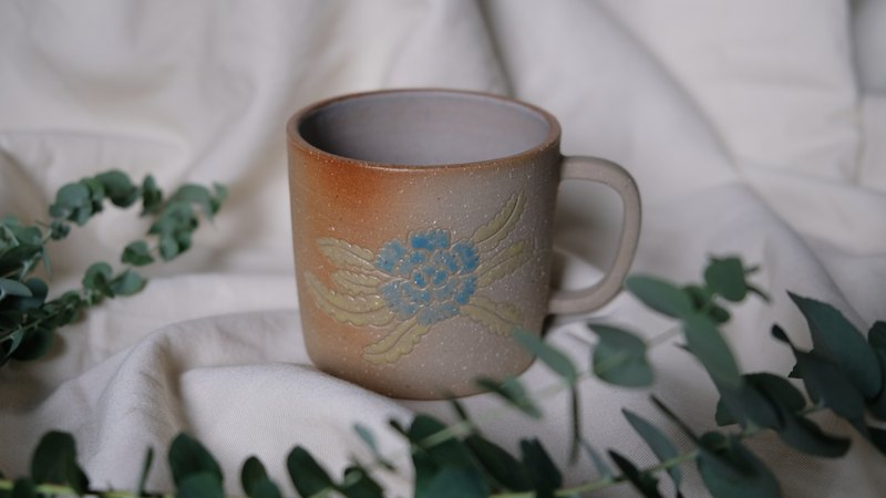 Blue flower yellow leaf peony engraved cup