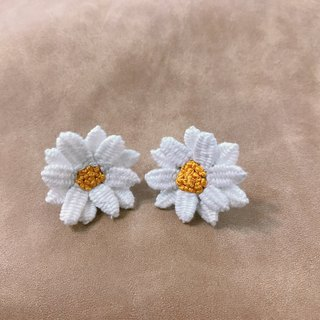 Needle Time Series - Small White Daisy Earrings