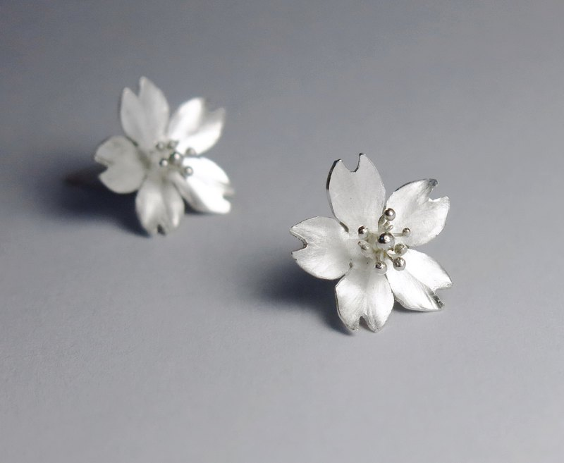 Season-Sakura Silver Earrings(mini)- single petals/ handmade