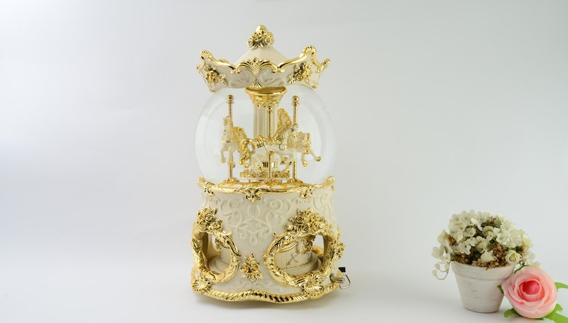 Luxury gold play horse crystal ball music box Valentine's Day birthday gift healing pressure