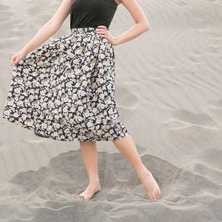 Giraffe Giraffe Man_Dark Blue Flower Vintage Skirt