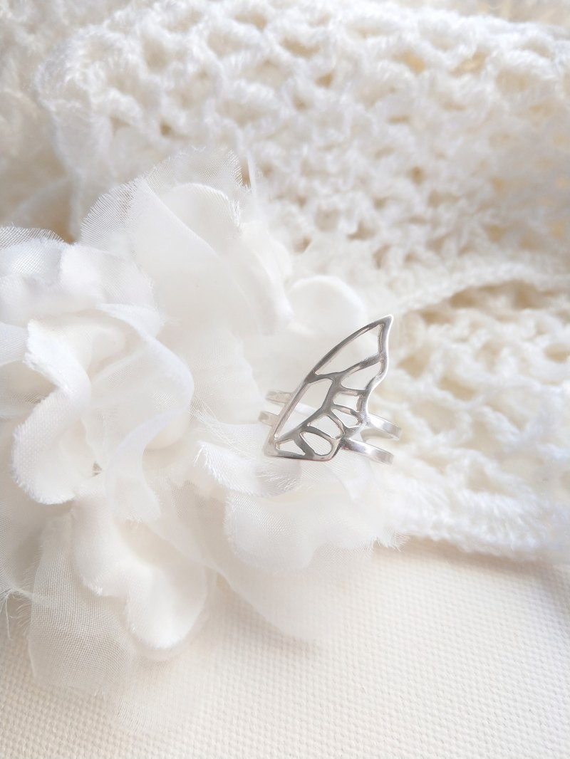 Openwork butterfly wings sterling silver opening and closing ring
