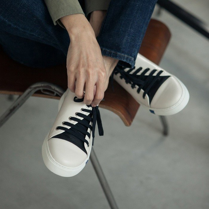 Thick rope strap beveled asymmetric structure leather casual shoes white male models
