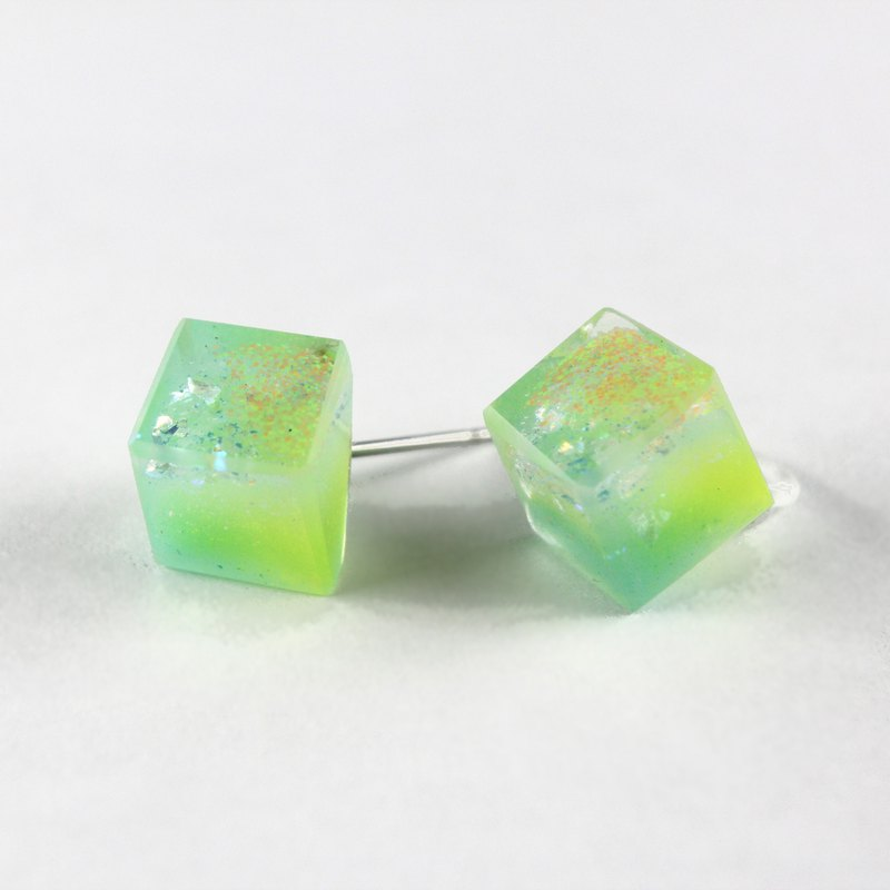 Hymns To The Sun / ICE CUBE resin earrings - Single stud
