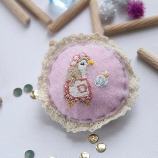 Brooch-Penguin be a servant [hand embroidery]