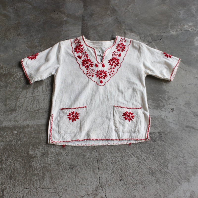 Red symmetric embroidery Mexican blouse