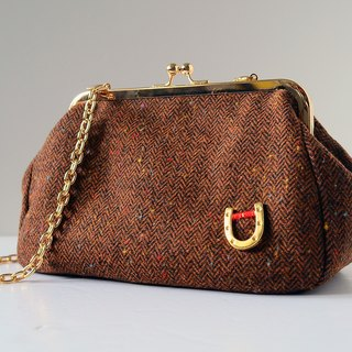 Dinner Clutch Purse . Two ways handbag。Coffee wool
