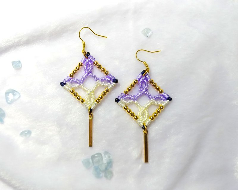 E019-Hand-woven Classical Window Flower Series Earrings Purple Gold Years