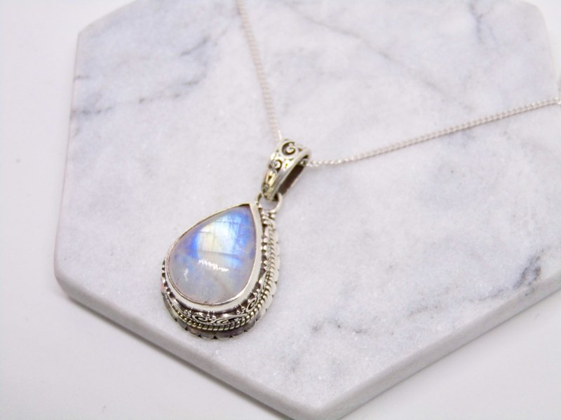 Moonstone Lover Stone handmade 925 sterling silver necklace Nepal Heavy classical pattern hand-inlaid birthday gift Valentine's gift