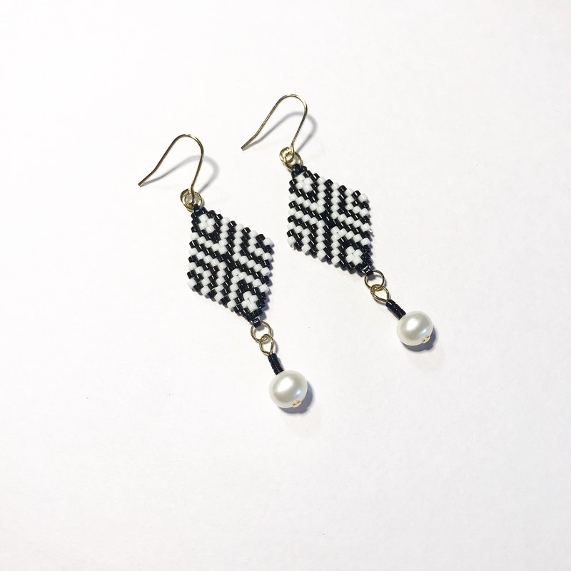 Beaded woven earrings black and white rhombus geometric bohemian style personality