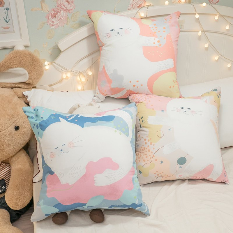 Sleepwalking cat square pillow 45cmX45cm polyester fiber cotton Taiwan system [super limit one]