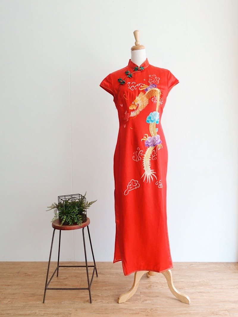 Vintage cheongsam / traditional hand embroidery no.11