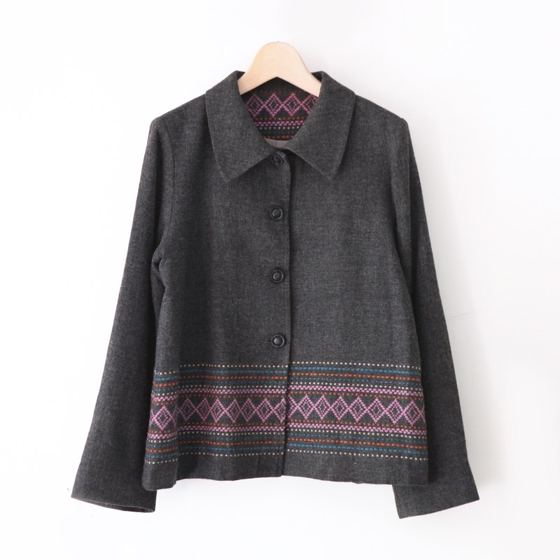 A ROOM MODEL - VINTAGE, CJ-3446 duplex hem totem wool blazer