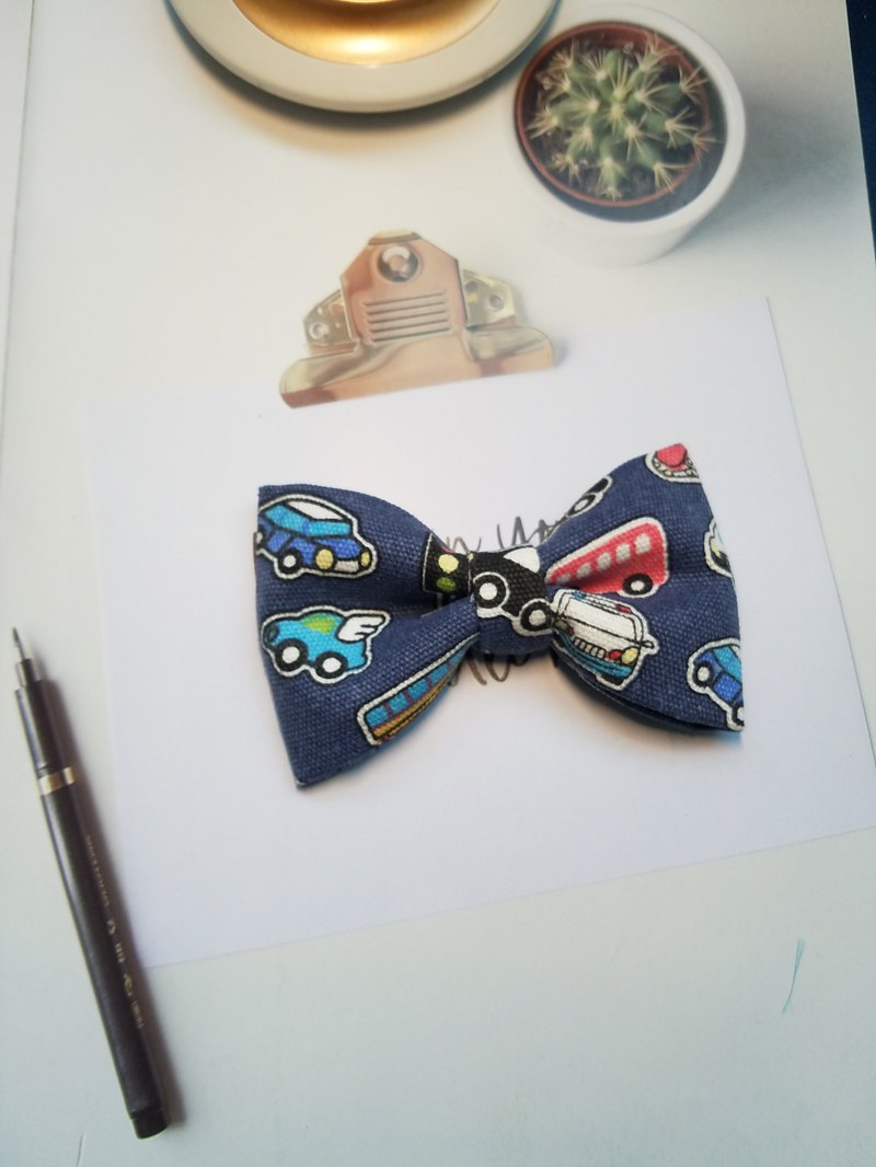 Blue car printed bow with retro pattern