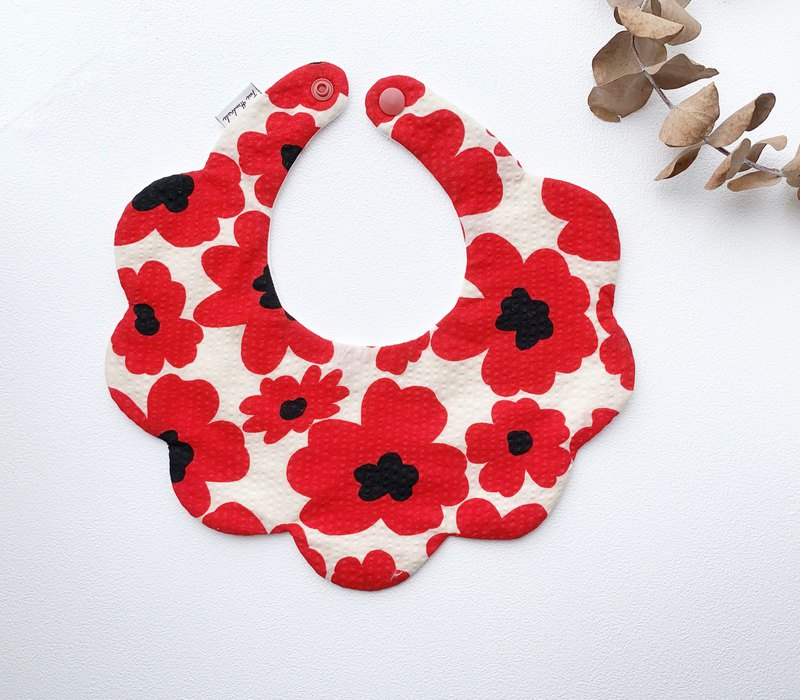 Nordic wind red flower bubble cloth baby six-layer yarn back buckle type bib