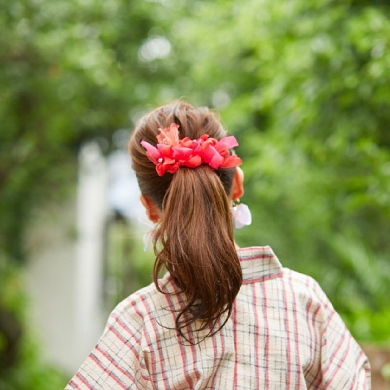 Goldfish | Colorful blooming barrette / hair clip