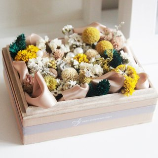 Dry flower box / referral box / yellow. White. Dark and elegant
