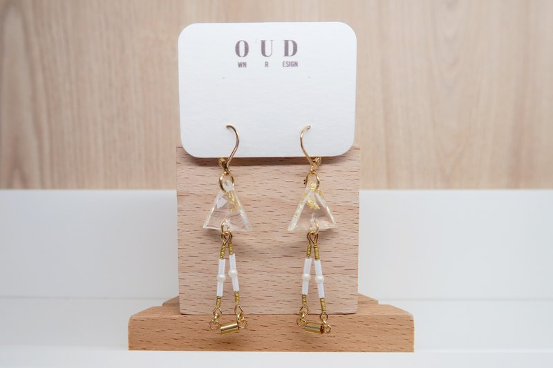OUD Original.Handmade Geometric. 14Kgf. Gold Foil Triangle Drop Earring/Clip-on