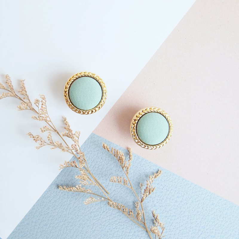 Hepburn's retro earrings green water lake