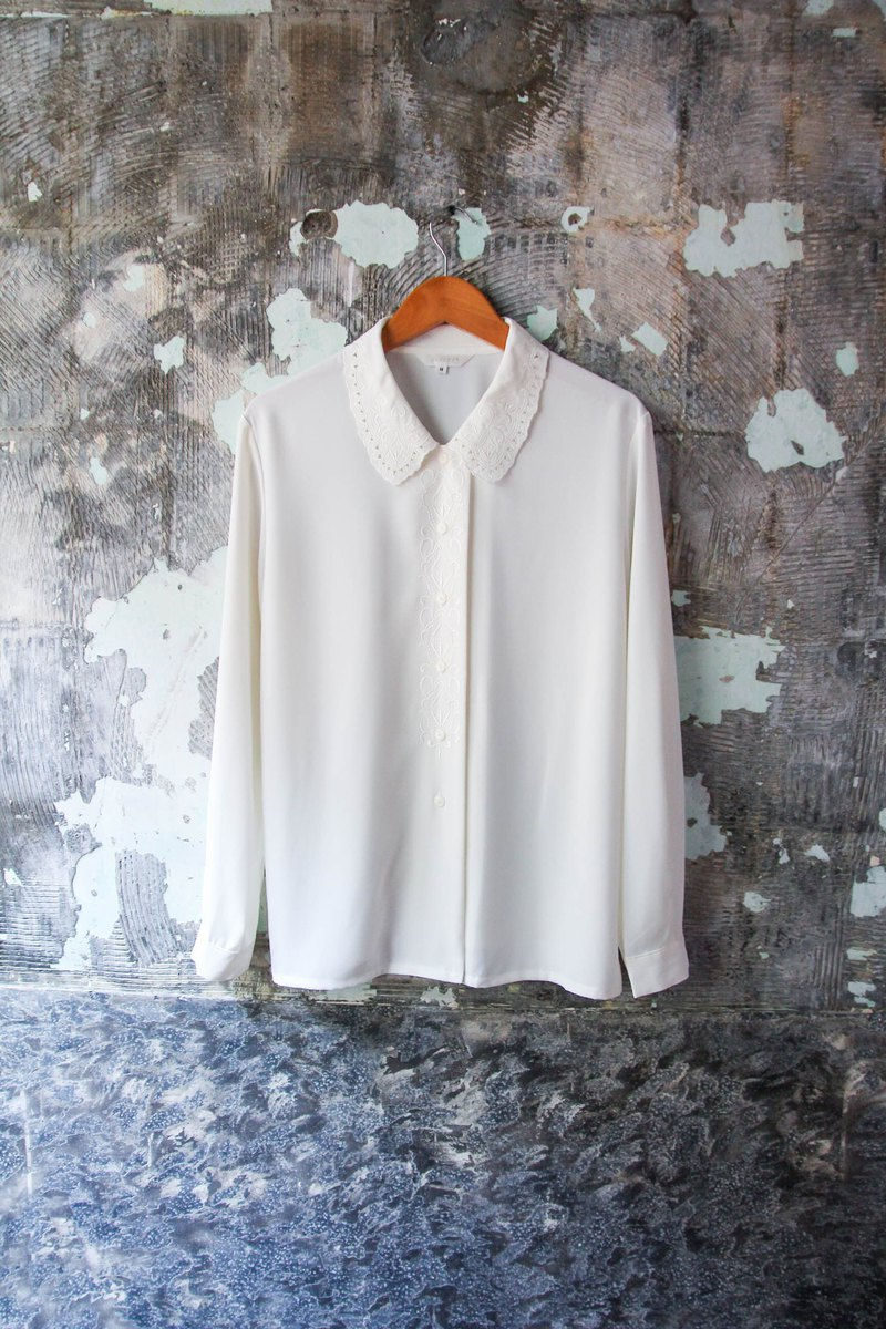 袅袅 department store-Vintage Japan exquisite hollow collar lace white shirt retro